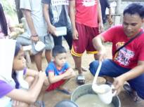 Feeding children in Philiipines
